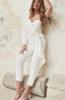 Lavish Alice White Size 10 Ivory One Shoulder Jumpsuit Dress on Queenly