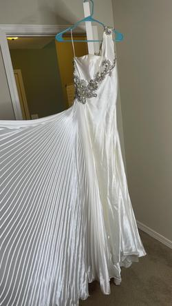 Mac Duggal White Size 2 Train Dress on Queenly