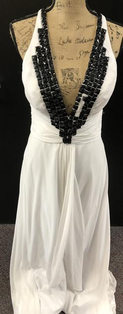 White Size 6 Straight Dress on Queenly
