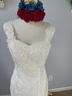 D&V White Size 6 Mermaid Dress on Queenly