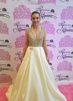 MacDuggal White Size 4 Nude Plunge Train Ball gown on Queenly