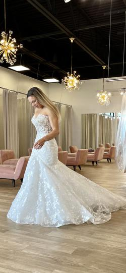 Brooklyn Grace White Size 8 Floral Pattern Backless Wedding Mermaid Dress on Queenly