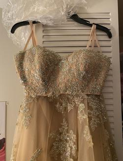 La Femme Gold Size 2 Homecoming Ball gown on Queenly