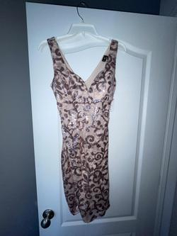 Windsor Pink Size 4 Cocktail Dress on Queenly