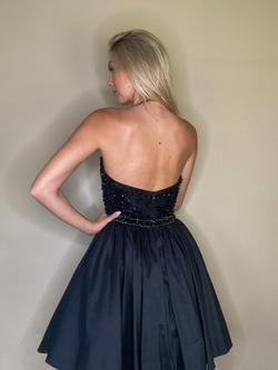 Sherri Hill Black Size 4 Cocktail Dress on Queenly