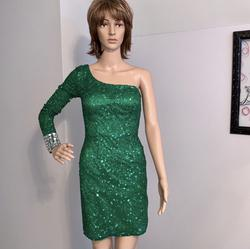 Shail K Green Size 2 Emerald Cocktail Dress on Queenly
