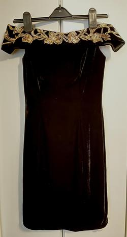 Johnathan Kayne Black Size 4 Velvet Cocktail Dress on Queenly