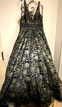 Madison James Green Size 10 Navy Ball gown on Queenly